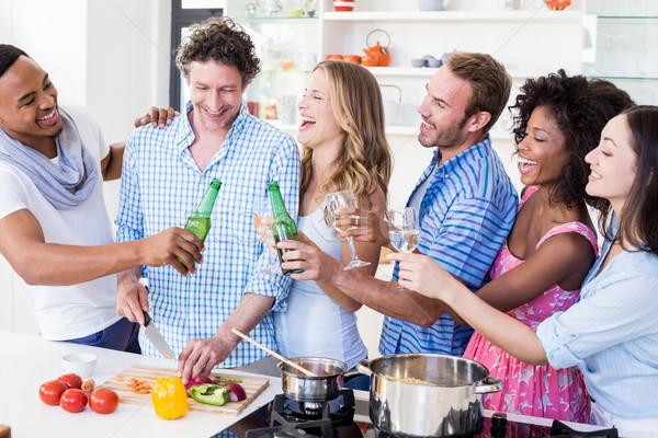 グループ 友達 ビール ワイングラス キッチン ストックフォト © wavebreak_media