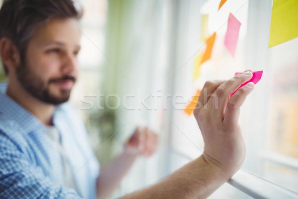 üzletember tapadó jegyzetek üveg ablak kreatív Stock fotó © wavebreak_media