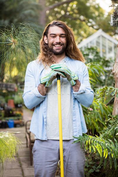 Portrait heureux jardinier cheveux longs outil Photo stock © wavebreak_media