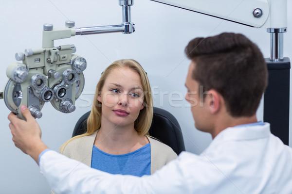 Optometrikus női beteg látásvizsgálat szemészet klinika Stock fotó © wavebreak_media