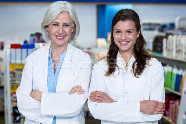 Souriant permanent pharmacie portrait femme Photo stock © wavebreak_media