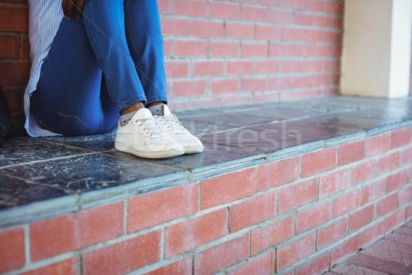 écolière séance mur de briques école campus fille Photo stock © wavebreak_media