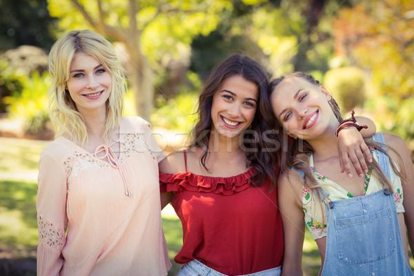 Barátok áll együtt park portré mosolyog Stock fotó © wavebreak_media