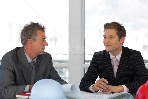 Kettő üzletemberek beszél jelentés üzlet papír Stock fotó © wavebreak_media