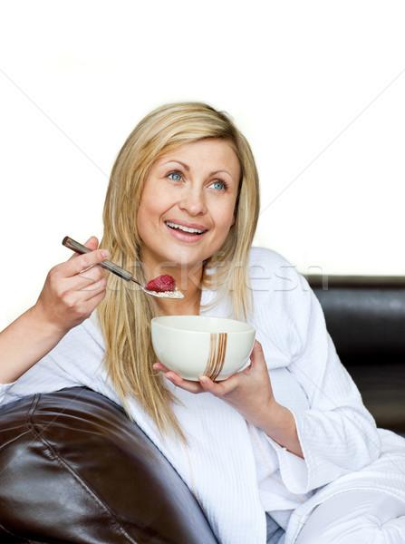 Mujer atractiva desayuno blanco mujer sonrisa salud Foto stock © wavebreak_media