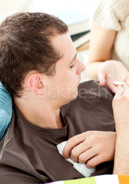 Stock fotó: Közelkép · beteg · férfi · elvesz · tabletták · barátnő