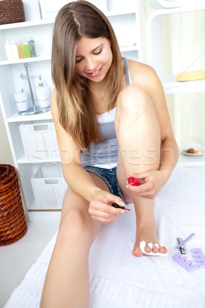Mosolyog fiatal nő fürdőszoba otthon kéz divat Stock fotó © wavebreak_media