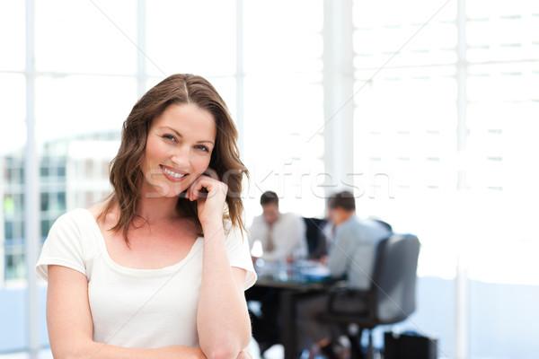 Cute femme d'affaires permanent équipe travail affaires Photo stock © wavebreak_media
