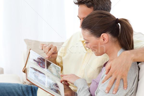пару глядя фотографий диван домой Сток-фото © wavebreak_media