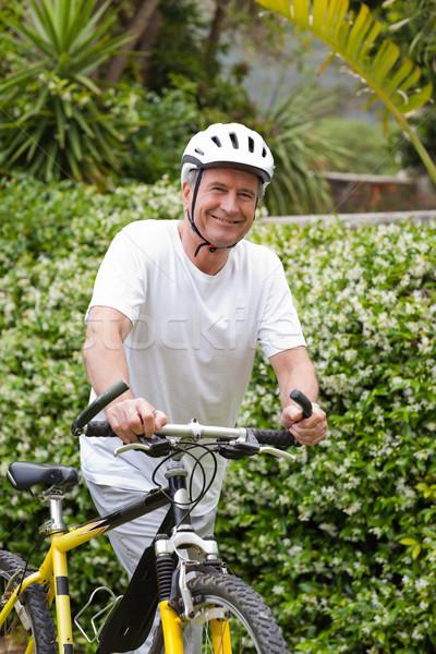 Homem maduro caminhada mountain bike natureza saúde esportes Foto stock © wavebreak_media