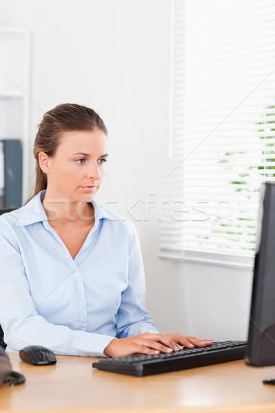 Sekretär eingeben Tastatur Büro Business Schreibtisch Stock foto © wavebreak_media