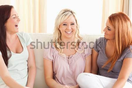 Zdjęcia stock: Uśmiechnięta · kobieta · salon · spotkanie · szczęśliwy · domu · piękna