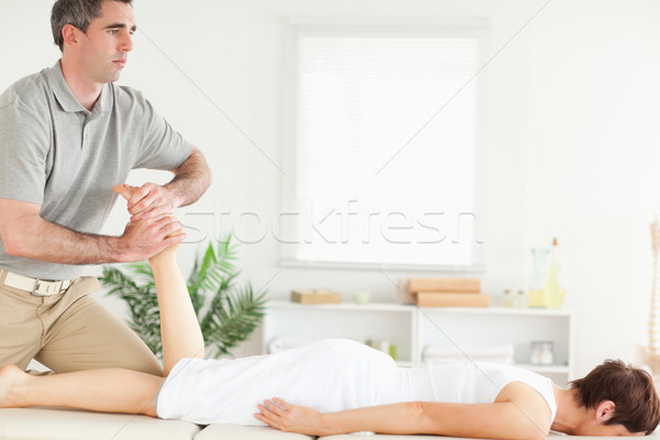 Masseur been vrouw hand sport lichaam Stockfoto © wavebreak_media