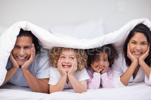 Mosolyog fiatal család rejtőzködik pléd boldog Stock fotó © wavebreak_media
