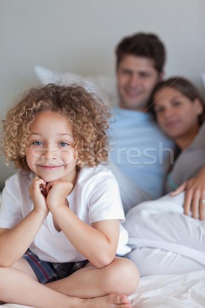 Portret jongen vergadering bed naar camera Stockfoto © wavebreak_media