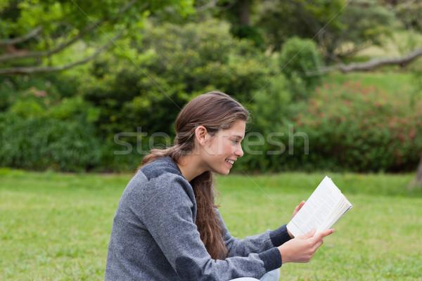 Yandan görünüş genç kız muhteşem gülümseme okuma Stok fotoğraf © wavebreak_media