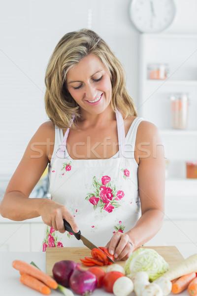 Gülümseyen kadın önlük sebze kadın Stok fotoğraf © wavebreak_media