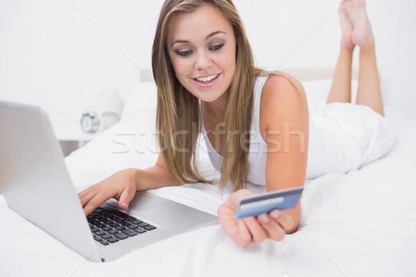 Femme blonde achat site carte de crédit ordinateur beauté Photo stock © wavebreak_media