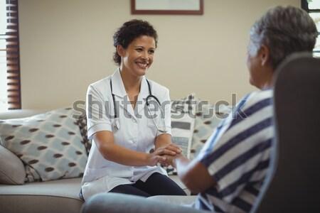 笑い 医師 ラップトップを使用して 会議 コンピュータ ストックフォト © wavebreak_media