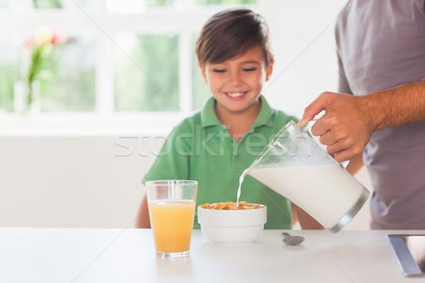 Padre latte cereali figlio cucina famiglia Foto d'archivio © wavebreak_media