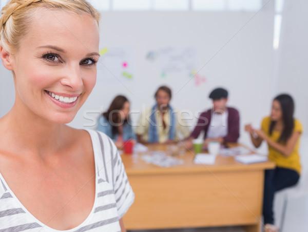 Editor glimlachend camera team achter groot Stockfoto © wavebreak_media