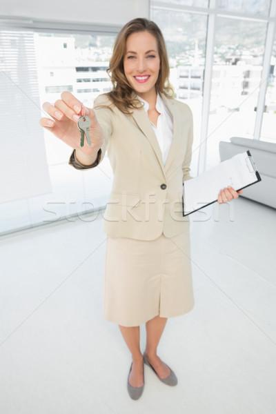 Gyönyörű nő ház kulcsok teljes alakos portré nő Stock fotó © wavebreak_media