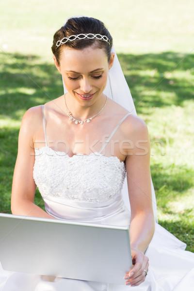 花嫁 ラップトップを使用して 庭園 小さな 美しい コンピュータ ストックフォト © wavebreak_media