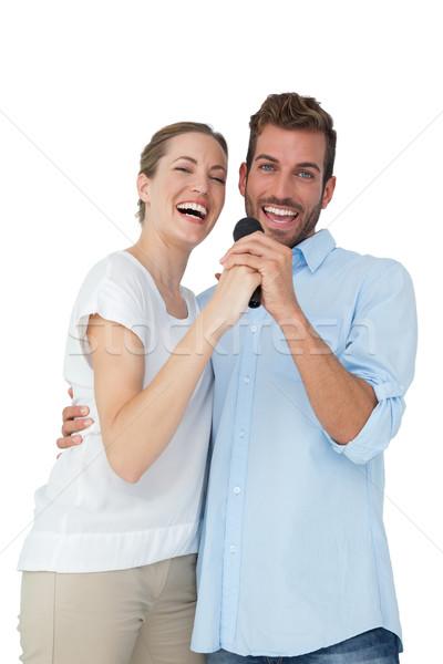 Retrato alegre casal cantando microfone branco Foto stock © wavebreak_media