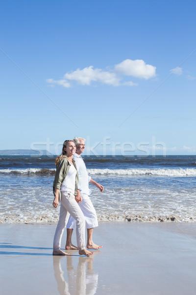 Boldog pár mezítláb tengerpart napos idő férfi Stock fotó © wavebreak_media