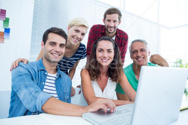 Twórczej zespół firmy za pomocą laptopa spotkanie szczęśliwy biuro Zdjęcia stock © wavebreak_media