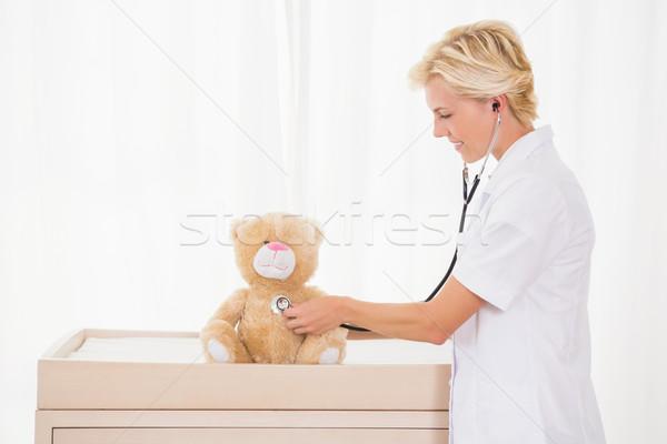 Gülen doktor stetoskop oyuncak ayı tıbbi Stok fotoğraf © wavebreak_media