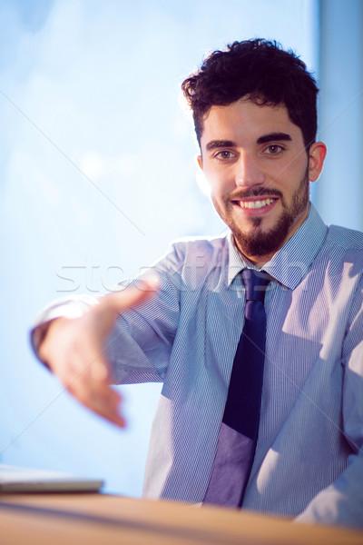 Zakenman aanbieden handen schudden shot studio bureau Stockfoto © wavebreak_media