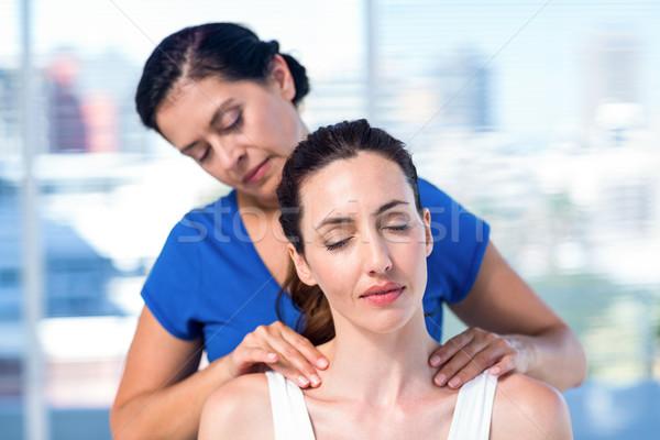 терапевт назад массаж пациент медицинской служба Сток-фото © wavebreak_media