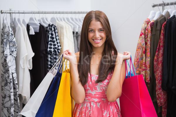 Portré mosolygó nő bevásárlótáskák néz kamera butik Stock fotó © wavebreak_media