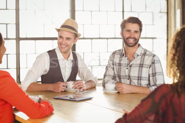смеясь друзей кофе вместе кофейня бизнеса Сток-фото © wavebreak_media