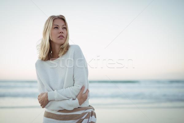 Mulher praia mar fruto Foto stock © wavebreak_media