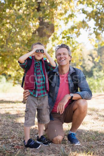 Gelukkig vader jongen naar verrekijker Stockfoto © wavebreak_media