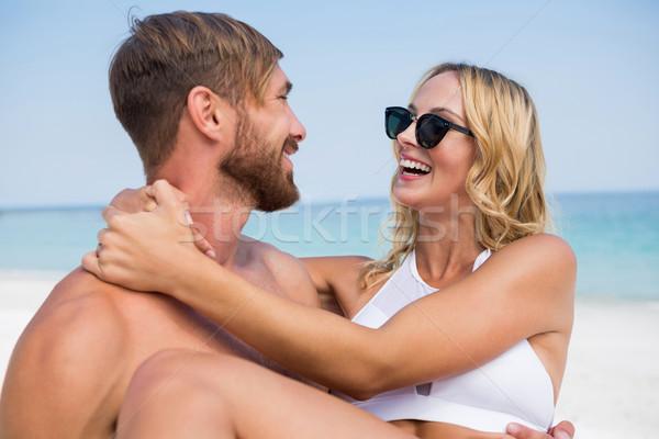 Boldog férfi hordoz barátnő áll tengerpart Stock fotó © wavebreak_media