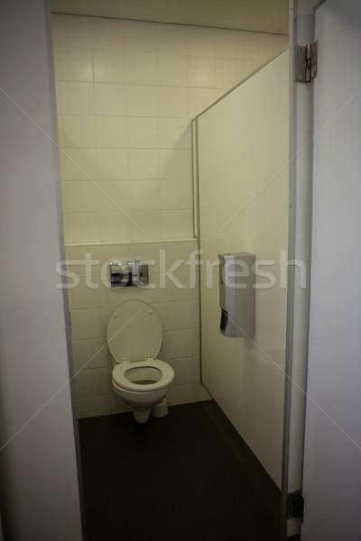 Wnętrza pusty łazienka otwartych drzwi szkoły drewna Zdjęcia stock © wavebreak_media