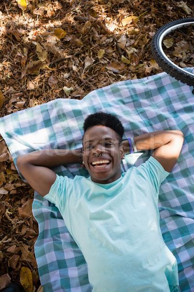 Stock fotó: Férfi · megnyugtató · piknik · pokróc · fiatalember · művészet · fekete