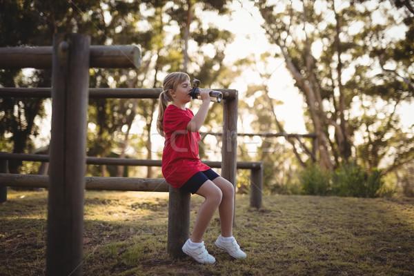 девушки питьевая вода тренировки загрузка лагерь Сток-фото © wavebreak_media