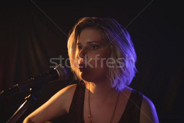 Kobiet piosenkarka muzyki koncertu Zdjęcia stock © wavebreak_media