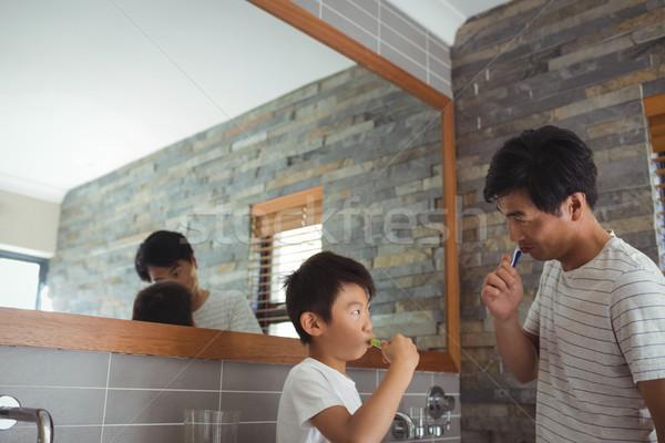 Apa fia fogmosás együtt fürdőszoba otthon gyermek Stock fotó © wavebreak_media