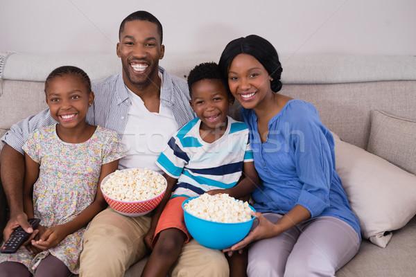 семьи попкорн кегли диван домой Сток-фото © wavebreak_media
