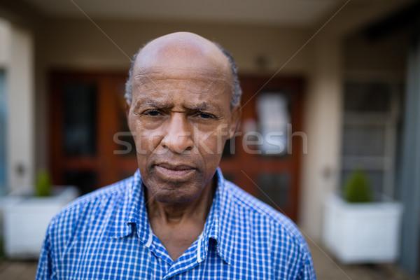 портрет серьезный человека дома синий Сток-фото © wavebreak_media