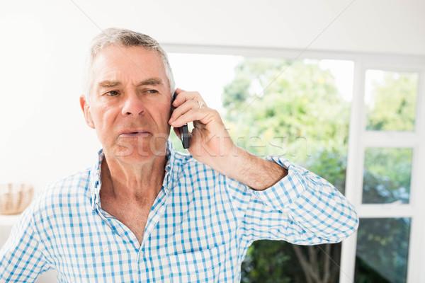 Idős férfi telefonbeszélgetés konyha telefon boldog Stock fotó © wavebreak_media