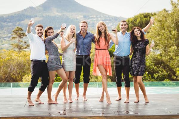 Stockfoto: Gelukkig · jonge · vrienden · dranken · zwembad · genieten