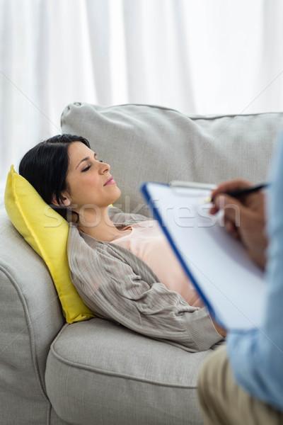 Médico escrito portapapeles consulta mujer embarazada casa Foto stock © wavebreak_media