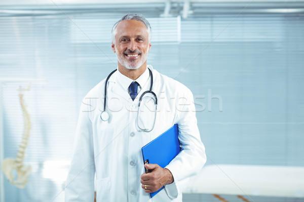 Médico em pé clínica retrato escritório feliz Foto stock © wavebreak_media