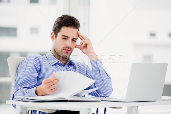 ビジネスマン 見える 日記 オフィス 男 ストックフォト © wavebreak_media
